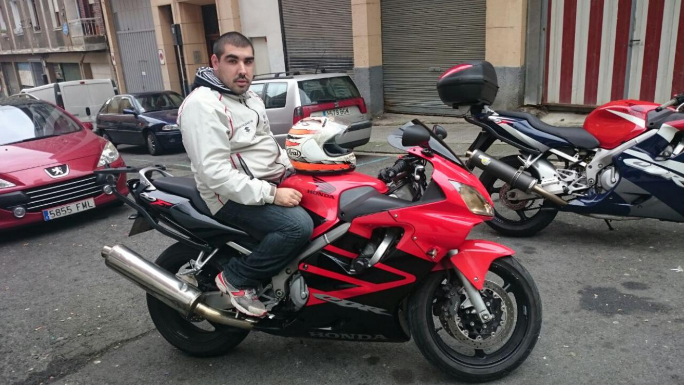 conocer gente para salir en moto